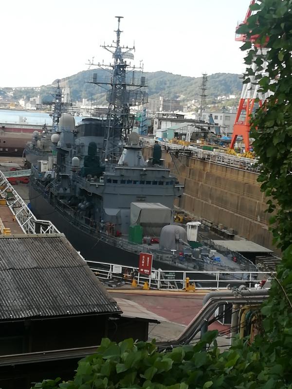 護衛艦が入渠中