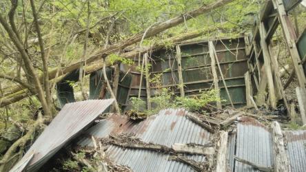 旧あしび山荘の廃墟1